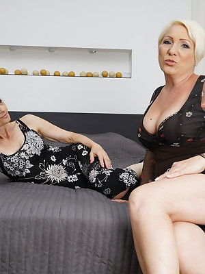 Two naughty housewives go full lesbian