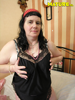 This full and mature nympho is proud to show her body