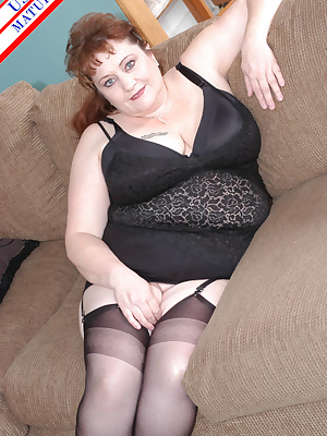 Big titted mature housewife munching ong a hard blsck cock