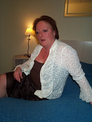 horny housewife loves to play with herself