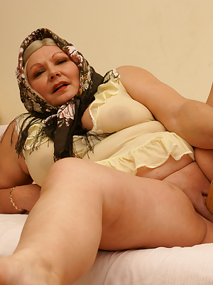 This chubby mature slut loves toys and piss