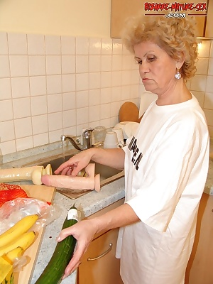 stuffing vegetables in her cunt