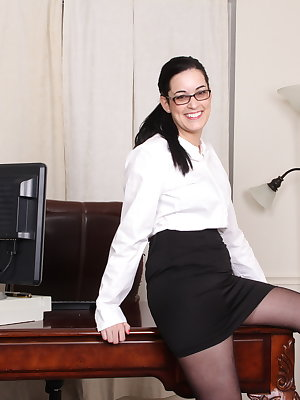 Hairy American housewife getting wet in the office