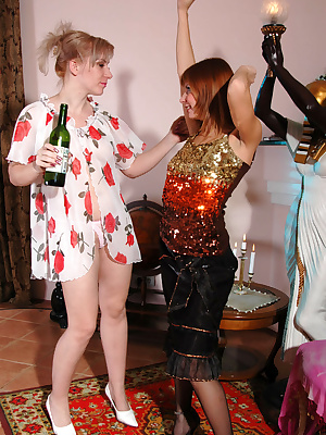 Silvia&Alice older and younger lesbians