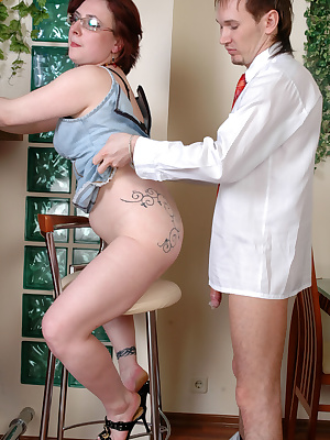 Victoria&Rolf nasty mom gives ass