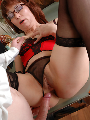 Gloria&Walter nasty mom gives ass