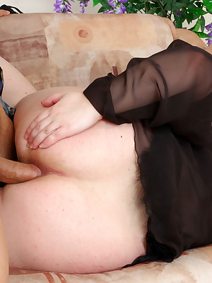 Sibylla&Nicholas nasty mom gives ass