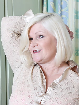 Big breasted British mature lady doing her toy boy