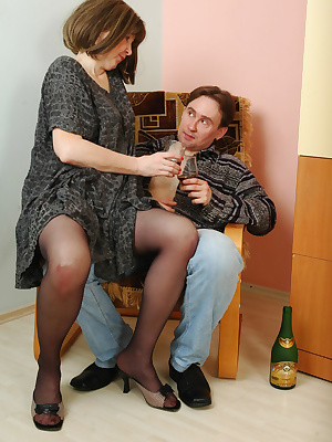 Elinor&Morris pantyhosefucking lovely mature babe