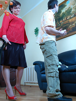 Elsa&Vitas pantyhosefucking cute mature babe