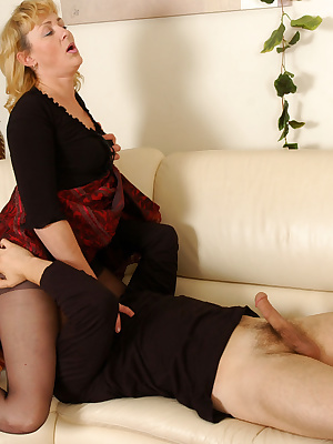 Emilia&Silvester pantyhosefucking attractive mature chick