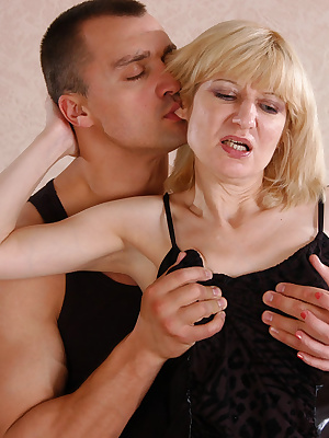 Amelia B&Nicholas pantyhosefucking lascivious mature bitch
