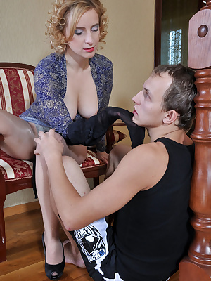 Susanna&Morris pantyhosefucking cute mature gal