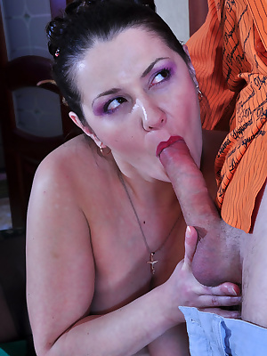 Emily&Benjamin pantyhosefucking hot mature gal