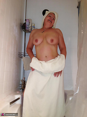 Hey my sexy fans Behold the power of the Shower I had a request to get all sudzed up again and play with myself in the s