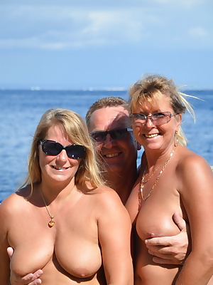 On vacation, I have met this couple and we are NUDIST are driven to make a lot. This time we have blown his Dick two wom