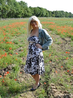 Barby finds a poppy field right next to the M42 and has to get nakedagain lol.