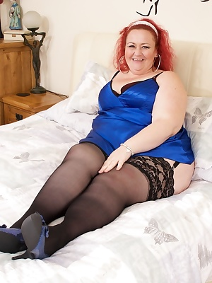 Hi Guys its your favourite Hot BBW Sammilicious here to play just for you, Im wearing my blue Silk Chemise with my Black