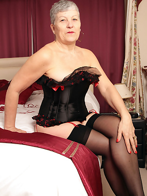 Well hello there.  Here I am all sexy in my black and red basque just for you xx