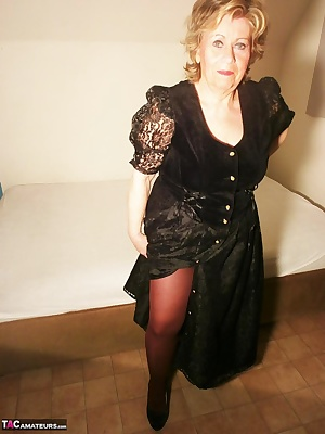 Teasing in pantyhose in black Gothic style.I love tights of all kinds,If you have a pantyhose fetish like meWrite me you