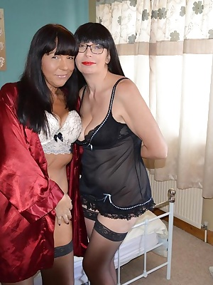 Barby makes a new friend katy and enjoys some girly fun