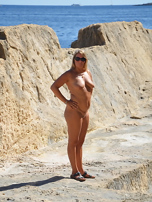 Nudist on the cliffs. I love to run around naked around and I'm looking for places where I can also be photographed