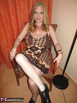 Lily is on Holiday in Cape Verde and gives a naughty strip show before she heads out for dinner. EnjoyXX