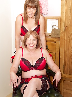 Hi Guys Time for some Girlie Fun with my Good Friend Speedybee, I just love it when we get together to play we always ha
