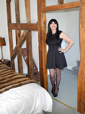 Barby strips in a posh hotel bedroom