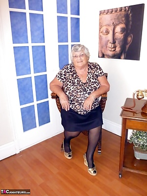 Granny loves a bit of phone sex so come and see what I get up to when one of my members calls me  You can see how I plea