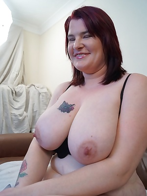 Dee Dee is a very busty and sexy friend of mine who would be probably be your dream British milf if you ever managed to