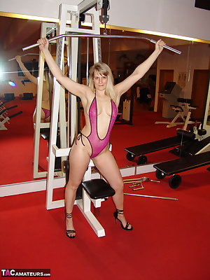 in the gym, I try to keep my body in shot. But I train also completely naked because I love the nudist. Look at my splay