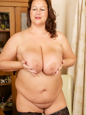 Hi Im Eva Jayne, A Hot Mature BBW from Kent with massive 44JJ Boobs which I know you guys just love to play with when yo