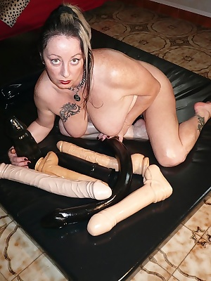 On a latex bed, I oils my body, my ass, my big tits with oil, I fucks my pussy with huge dildos, I fingering my ass