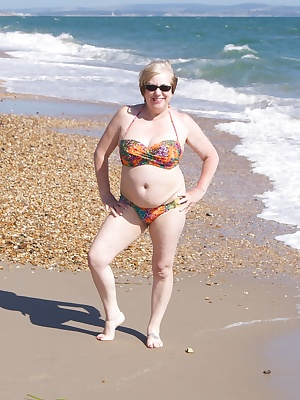 Hi Guys a sunny day at last so off to the south coast for a bit of Flashing on the beach, it was a bit windy but warm an