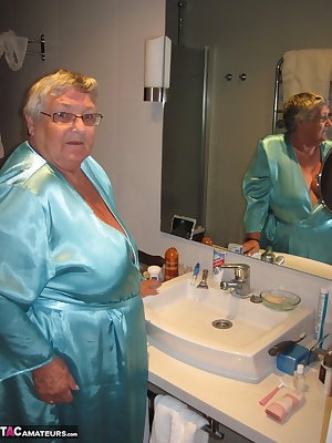 Your favourite 77 year old granny lets you in to her bathroom.  First of all I have a quick tidy-up with the electric ra
