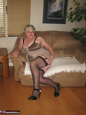 Girdlegoddess in her new all in one rago girdle. Sent to me by a wonderful fan, who loves to see a woman in a sexy girdl
