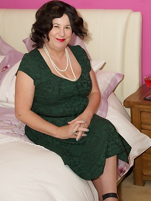 Hi Guys Im Here as your naughty Auntie Trisha and its time for a slow seductive striptease starting in my green dress wi