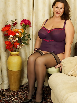 Hi Guys heres a hot Photoset of the Beautiful and Voluptuous Eva Jayne in her Mauve Basque, but its not long before she