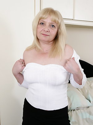 British mature lady getting ready for some pleasing