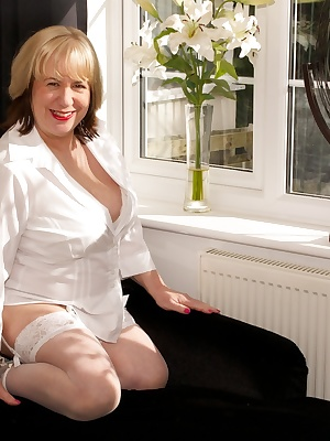 Hi Guys, all in White for this shoot and with the bright sunlight streaming through the window put me in the Mood to str