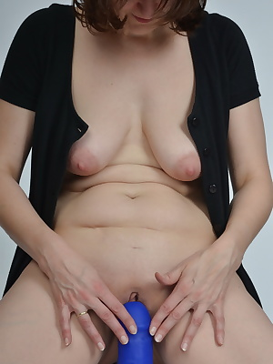 I ide in the photo studio on a giant blue dildo.Thus, the photographer did not expect when I asked him about a wooden bo