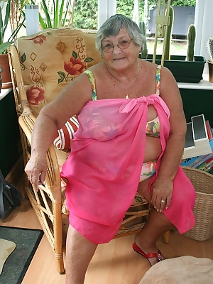 You only have to show Grandma Libby a camera and  she gets sexy thoughts.  Posing for you all in front of a camera makes