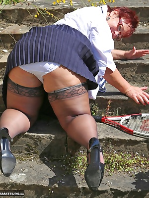 Hello everyone nice to have you peeking at me again today I have been play Tennis at a lovely statley home but it was a