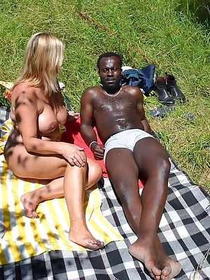 I spent one day at fkk isabellagriend with a friend. We spend a relaxing day completely nude and used sun cream and mass