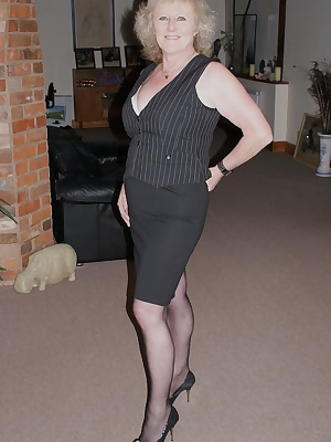 Hi Guys, Heres another blast from the past, one of my members asked if I had a set of me in tights, so I dug deep in the