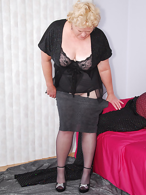 Mmm, these silver fishnet pantyhose are so see through. To dress it up I wear black ff stockings on top... Just the thin