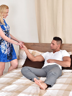 Don't miss a moment as Affina Kisser shows off all her sexiest moves with her boyfriend! This horny milf can suck a cock like a champ, and she loves having her pussy eaten out in return. Once she starts fucking, she won't stop trying new positions until s