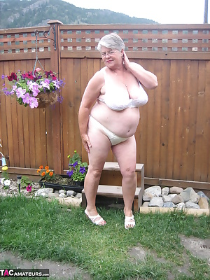 Hanging out in the great outdoors, Girdlegoddess, loves to get naked and feel the hot sun on her sexy naked body.