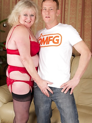 Hi Guys I hope you like my Red Lingerie and also my Hot Stud Bob The Knob, we waste no time in getting to grips with eac